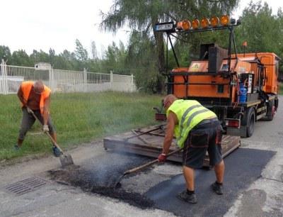 Městský obvod Mariánské Hory a Hulváky zkouší novou technologii na opravy výtluků