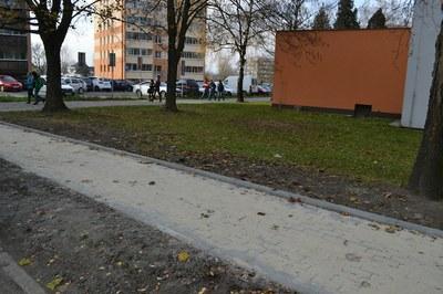 Na ulici Karasova je nový chodník